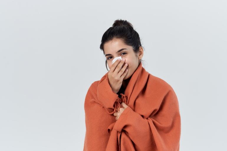 Что нас заставляет чихать? Причины, исследования ученых